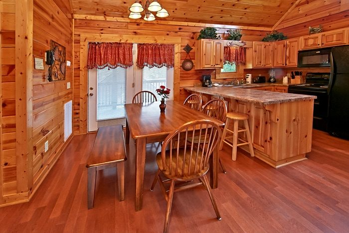 Pigeon Forge Cabin with Dining Seating for 9 - Autumn Ridge