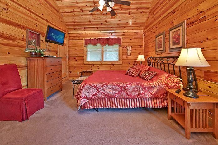 2 Bedroom Cabin with Premium Master King Bed - Autumn Ridge