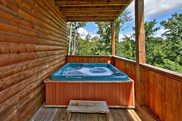 2 Bedroom Cabin with Luxurious Outdoor Hot Tub - Autumn Ridge