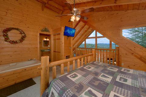Loft King Bedroom with Jacuzzi Tub - Autumn Run