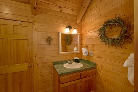 Cabin with 2 Private Baths and Jacuzzi Tub - Autumn Run