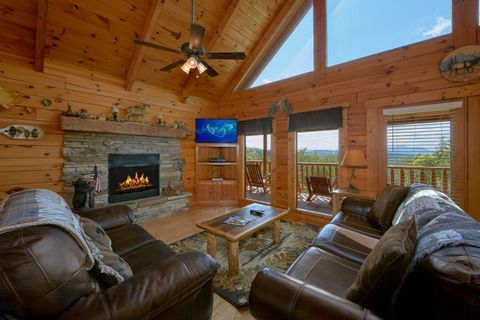 Cabin with Fireplace in Living room and Views - Autumn Run