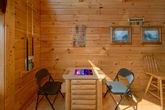 2 Bedroom cabin with Arcade Game and Pool Table