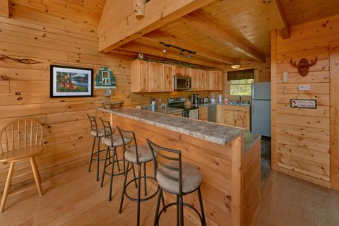 2 bedroom cabin with Spacious kitchen and bar - Autumn Run