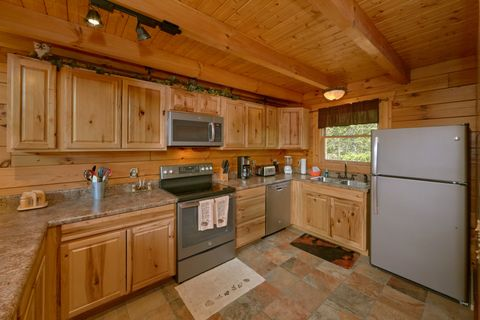 Full Kitchen in 2 bedroom cabin - Autumn Run