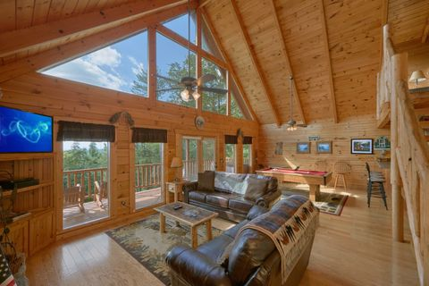 Cabin with Spacious Living Room for family of 6 - Autumn Run