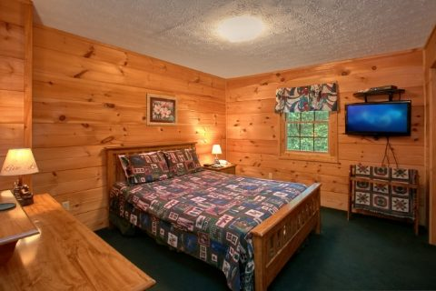 Rustic Cabin with Private King Bedroom and Bath - B & D Hideaway