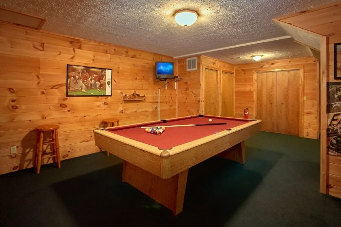 Rustic 2 Bedroom Cabin with Pool Table - B & D Hideaway