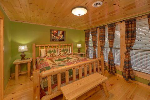 King Bedroom with Flatscreen TV - Bar Mountain