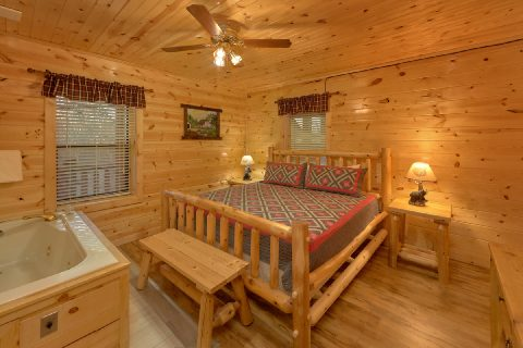 King Bedroom with Jacuzzi and Flatscreen TV - Bar Mountain