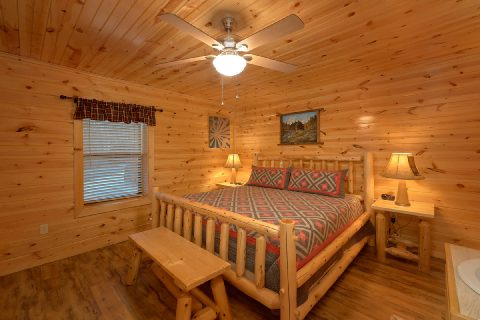 Gatlinburg Cabin with King Bedroom Sleeps 17 - Bar Mountain