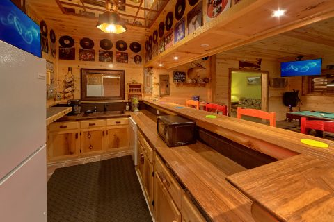 Unique Cabin with Large Bar and 2 Kitchens - Bar Mountain
