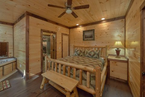 King Bedroom with Flatscreen TV Sleeps 14 - Bar Mountain II
