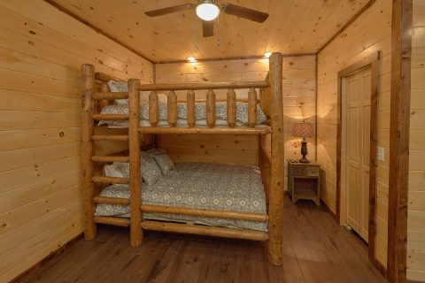 Spacious Bedroom with Double Queen Bunkbeds - Bar Mountain II