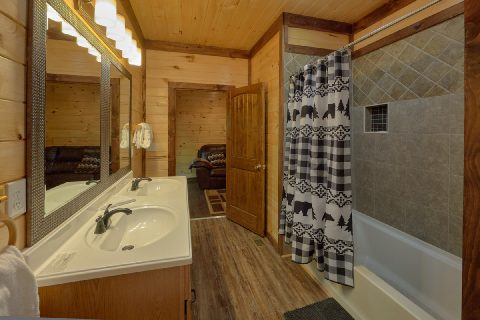 Jack and Jill Bathroom for Queen Bunk Rooms - Bar Mountain II