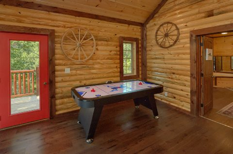 Game Room with Air Hockey and WiFi Sleeps 14 - Bar Mountain II