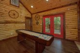Large Cabin with Shuffleboard Sleeps 14