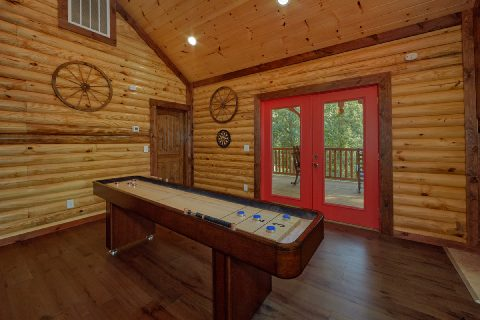 Large Cabin with Shuffleboard Sleeps 14 - Bar Mountain II