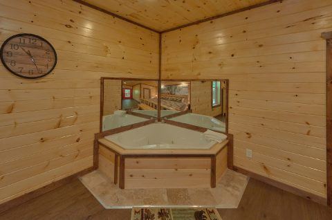 Master Bedroom with Large Jacuzzi - Bar Mountain II
