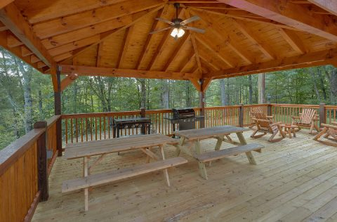 Deck with Picnic Table and Chairs - Bar Mountain II