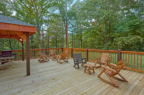 Outdoor Rocking Chairs with Wooded View - Bar Mountain II