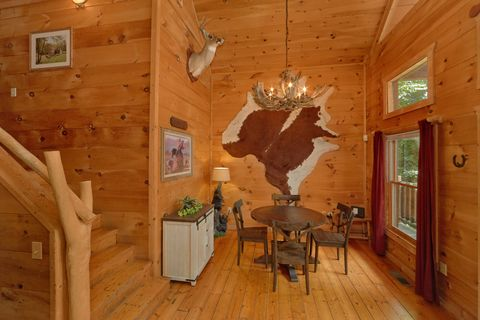 Rustic 2 bedroom Cabin with Dining Room - Bar None