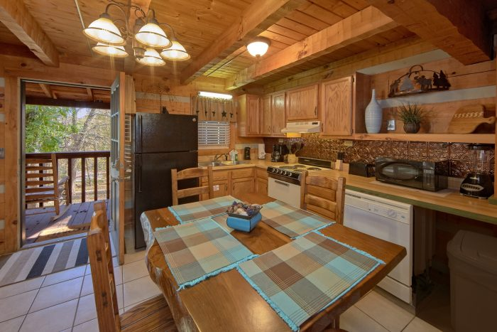 Pigeon Forge 1 Bedroom Cabin Sleeps 4 - Bare Kissin And Huggin