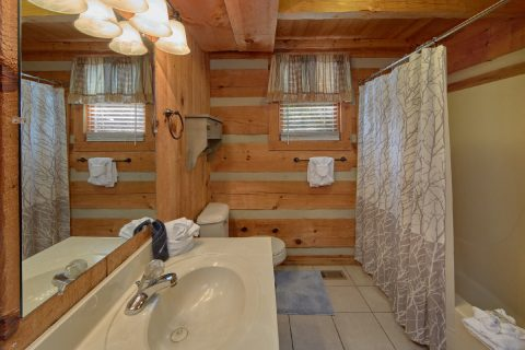 Main Floor Full Bath Room 1 Bedroom Cabin - Bare Kissin And Huggin