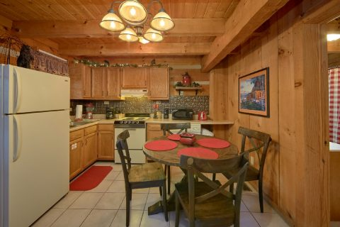 Spacious 1 Bedroom Cabin Sleeps 4 - Bare Tubbin