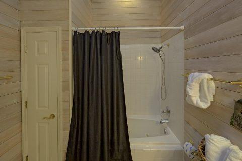 Main Floor Master Bath Room - Bear Bottoms