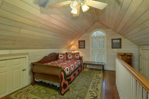 1 Bedroom with Loft Bed Sleeps 4 - Bear Bottoms