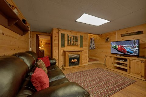 Private 3 Bedroom Cabin with Large Flatscreen TV - Bear Cove Escape