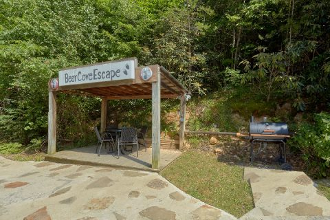 Charcoal Smoker and Outdoor Sitting Area - Bear Cove Escape
