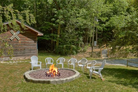 3 Bedroom Cabin with Outdoor Fire Pit - Bear Cove Escape