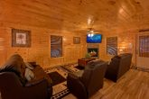 6 Bedroom Cabin with spacious living room