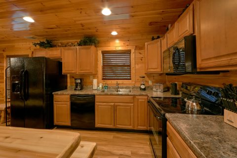 Cabin with 6 bedrooms and full size kitchen - Bear Cove Lodge