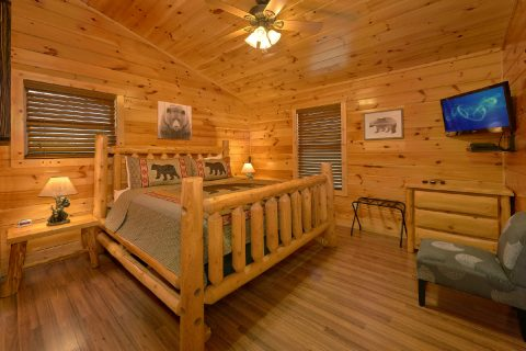 Master bedroom with King bed and private bath - Bear Cove Lodge