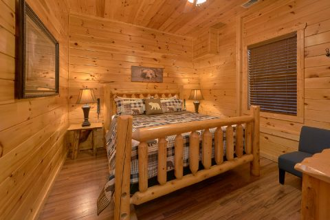 5 King bedrooms in spacious family size cabin - Bear Cove Lodge