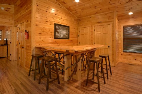 Cabin game room with bar, theater and pool table - Bear Cove Lodge