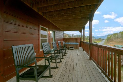 Premium 6 bedroom cabin rental in Pigeon Forge - Bear Cove Lodge