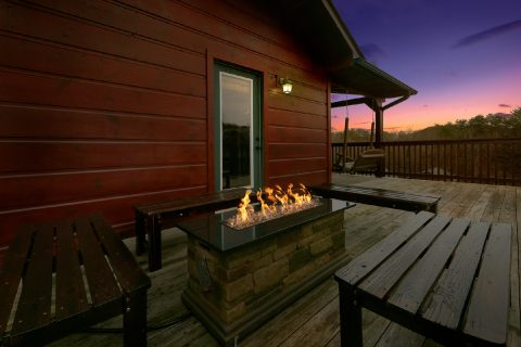 6 Bedroom cabin with Fire pit, hot tub and pool - Bear Cove Lodge