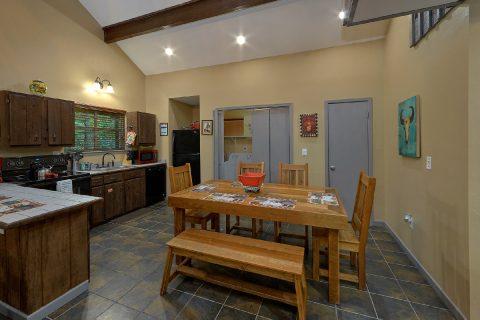 Large Open Space 2 Bedroom Cabin Sleeps 6 - Bear Creek Hollow