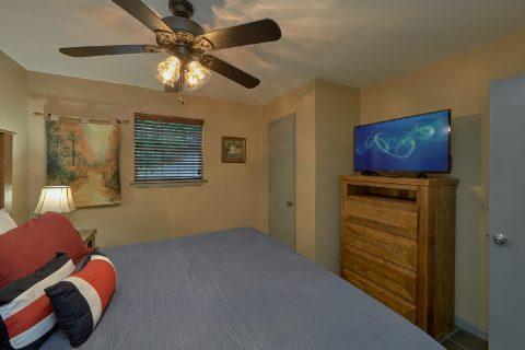 Main Floor Bedrooms 2 Bedroom Cabin Sleeps 6 - Bear Creek Hollow