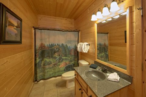 4 Bedroom Cabin with a Private Master Bathroom - Bear Creek Lodge