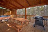 4 Bedroom Cabin with a Private Eat-In Deck