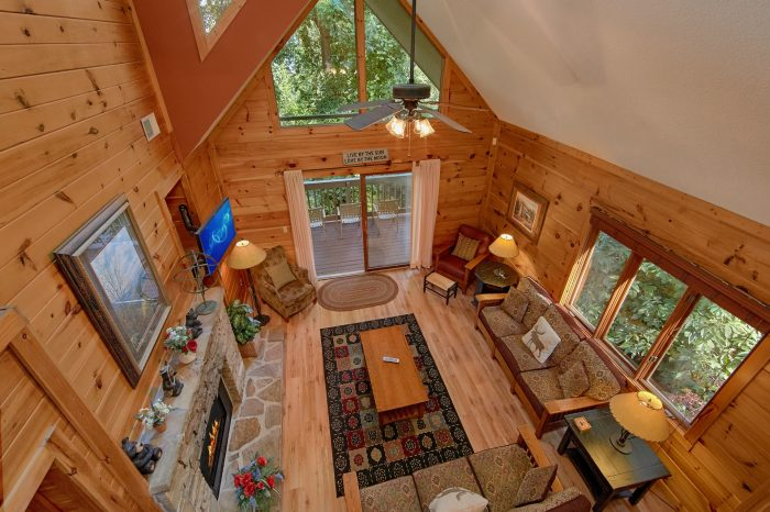 Gatlinburg 4 Bedroom Cabin Sleeps 8 - Bear Crossing