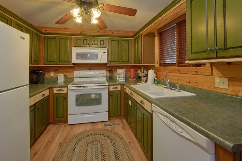 Spacious Fully Equipped Kitchen - Bear Crossing