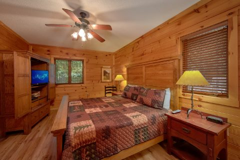 Main Floor Bedroom 4 Bedroom Cabin Sleeps 8 - Bear Crossing