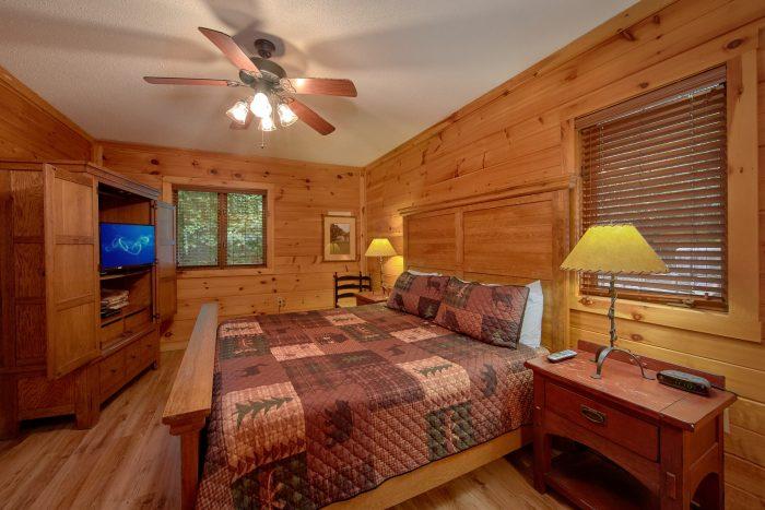 Main Floor Bedroom 4 Bedroom Cabin Sleeps 8 - Bear Crossing