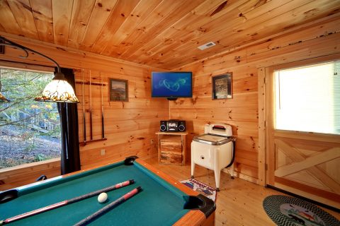 Pool Table on Bottom Level in Game Room - Bear Footin In The Smokies
